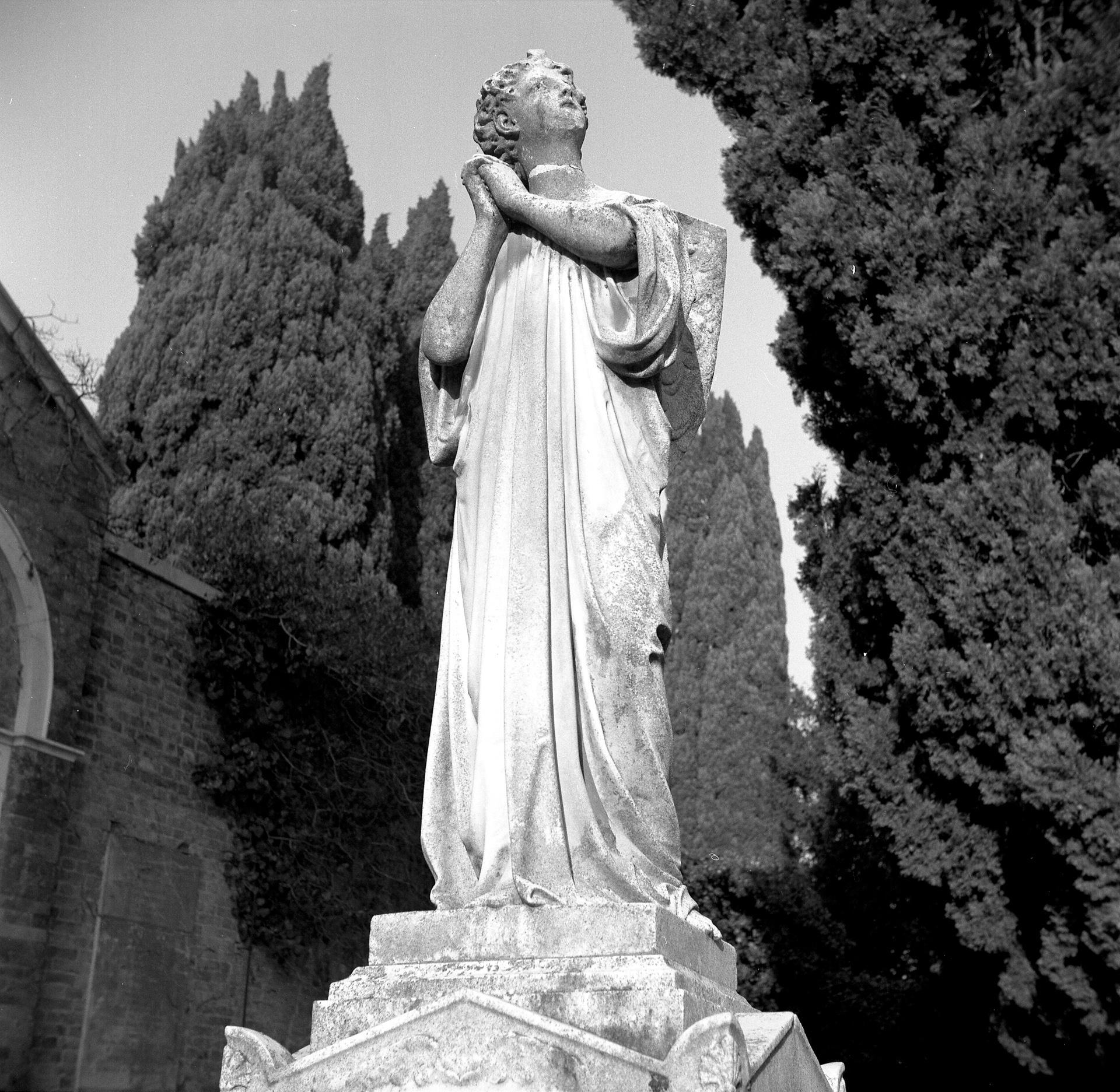 statue cimetiere